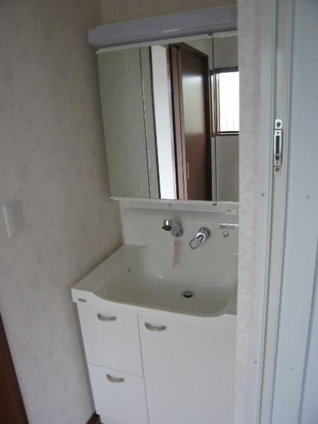 清潔感があり収納スペースも確保した洗面