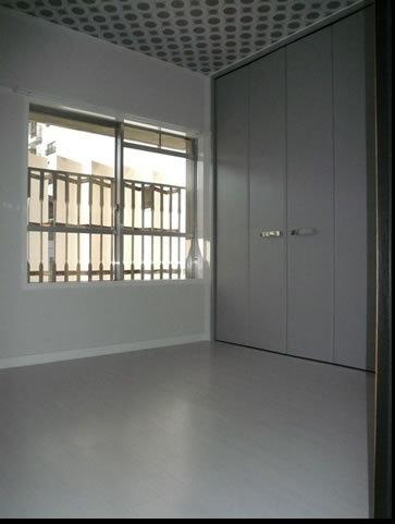 真っ白で素敵な洋室