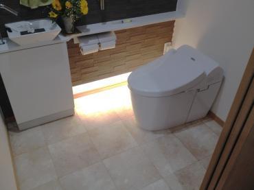 間接照明の雰囲気が落ち着くトイレ