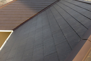 ブラウンの屋根で清潔感のある屋根に