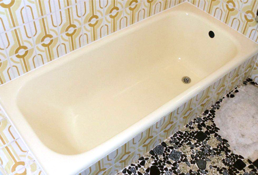 白できれいな浴槽に