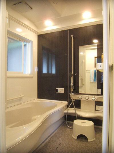 広々おしゃれな浴室