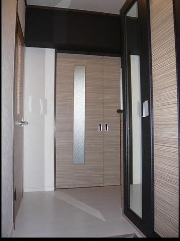ライトカラーのウッドが心地よさを演出する玄関