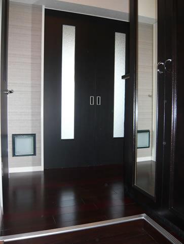 高級感のあるダークカラー玄関