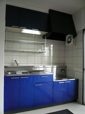 青色の爽やかなキッチン