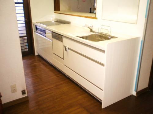 明るく動線を意識したキッチン