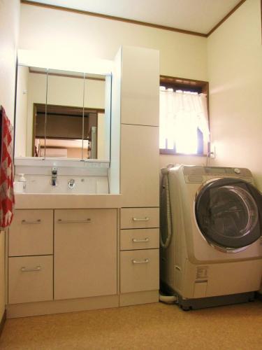 収納スペースも確保した洗面台