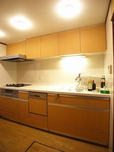 収納豊富な広々使えるキッチン