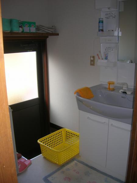 シンプルで清潔感ある洗面スペース