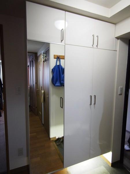 玄関が明るいと家全体の印象も明るくなります。