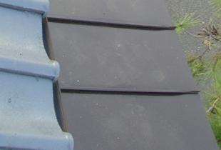 雨から玄関を守る高級感ある庇鉄
