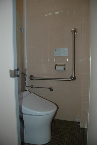 公民館トイレを洋式に