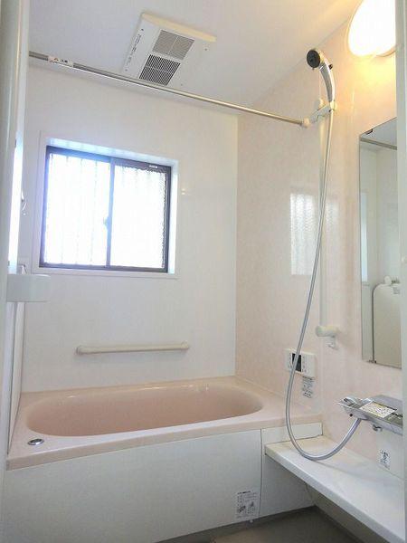 機能満載の広々バスルーム