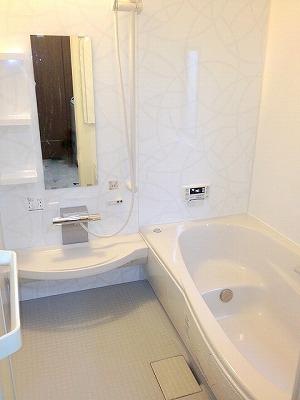大きい浴槽でゆったりバスタイム