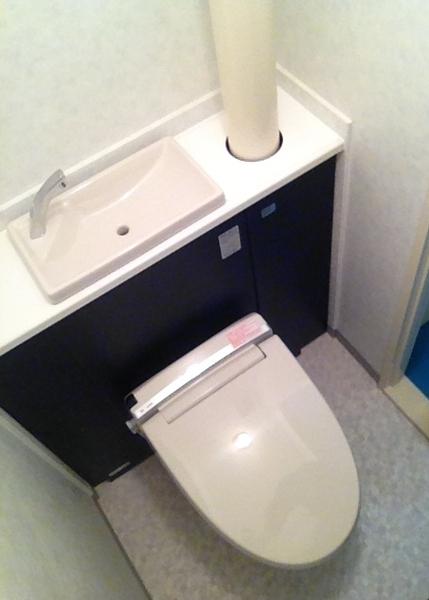 手洗い+収納一体型でスッキリなトイレ