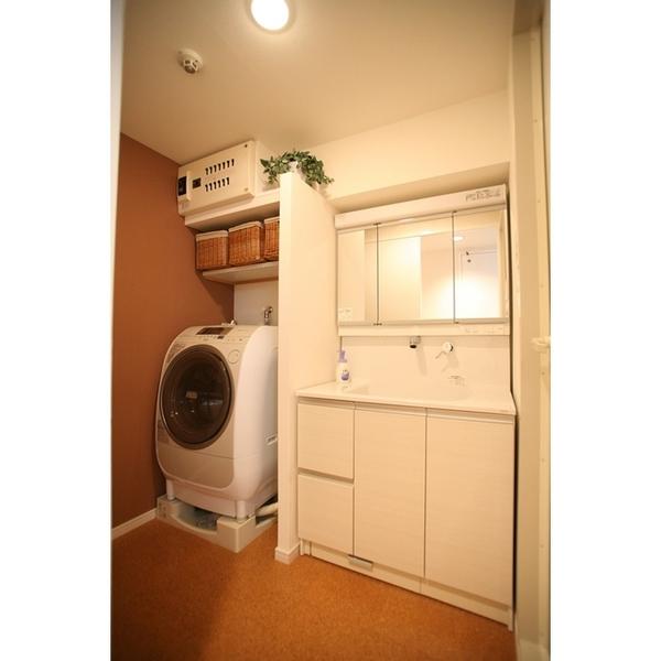 機能的でシンプルな洗面所