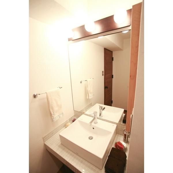 限られたスペースを広く見せる洗面所
