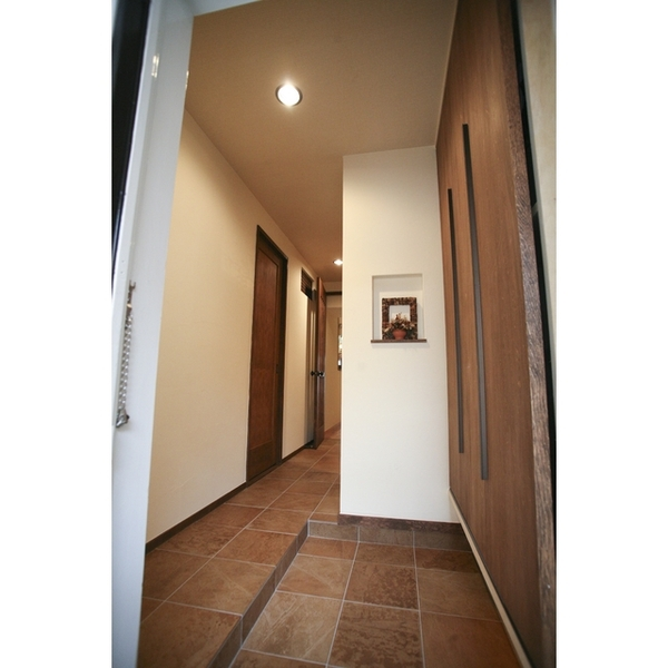 広がりのある玄関スペース