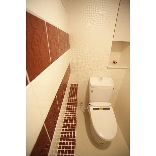 タイルをアクセントにしたトイレ