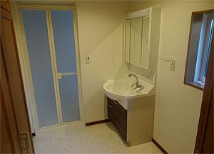 スッキリ収納出来る独立洗面台