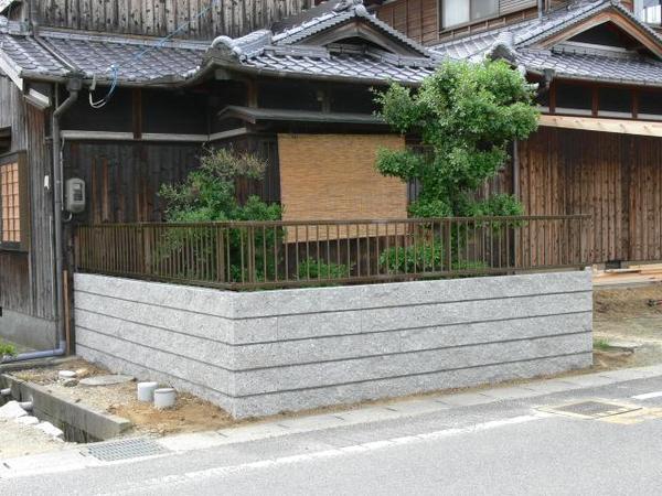 和の雰囲気を壊さない趣ある塀