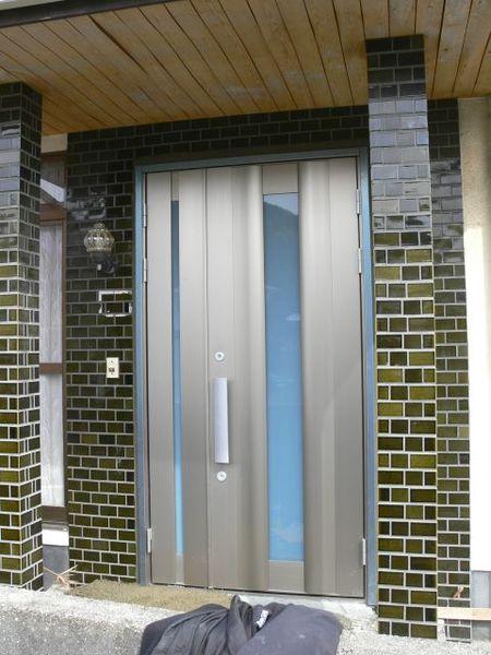 安心の2ロックタイプのドア