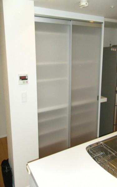 キッチンの背面収納棚