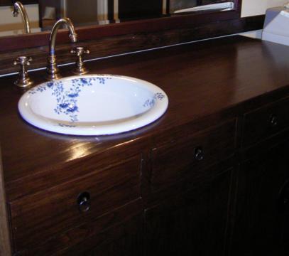 お気に入りの家具を使った洗面台