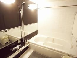 明るく清潔感ある浴室