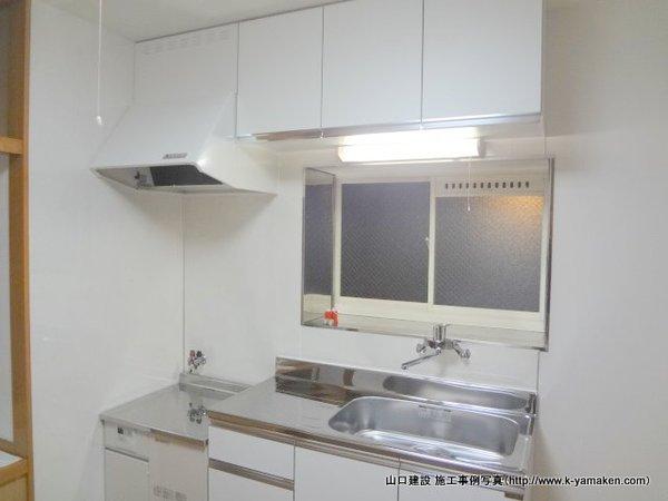 明るい清潔感のあるキッチンに