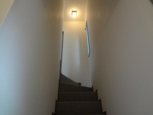 明るい印象になった階段スペース