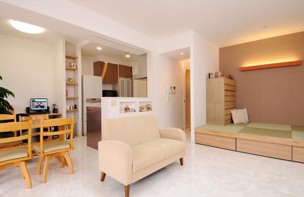 畳スペースのある和風モダンなリビング