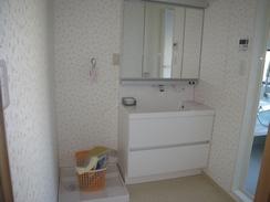 清潔感あるきれいな洗面スペース