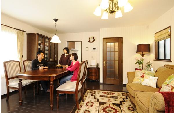 アンティーク家具とマッチする空間に