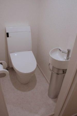 洗練されたデザインのトイレ