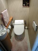 すっきりとした空間のトイレ