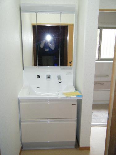 3面鏡で広々とした洗面化粧台