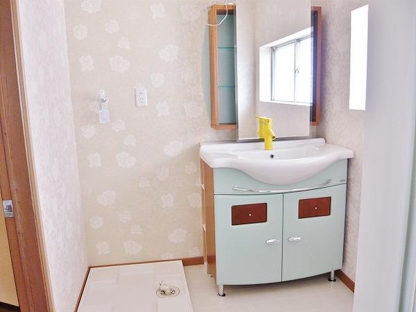外国製の洗面台にリフォーム