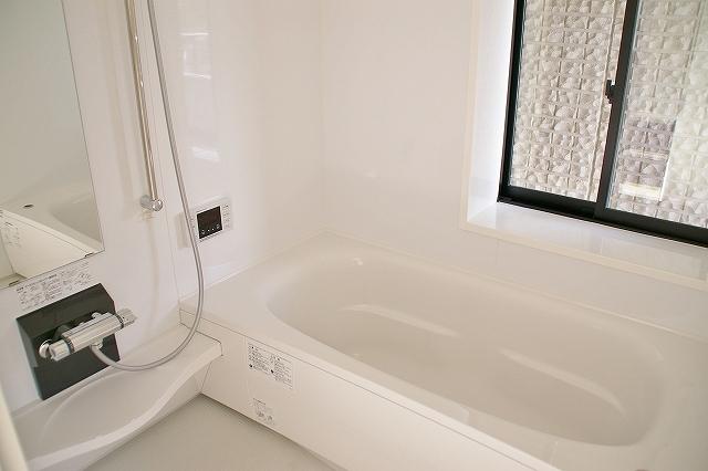 真っ白なお風呂です