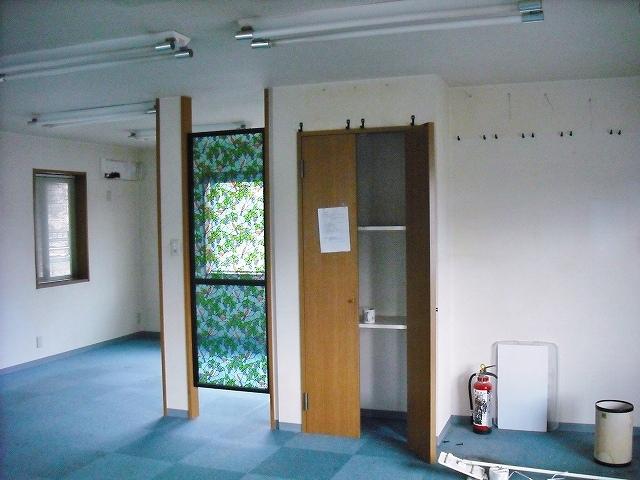 以前は収納だった場所にバスルームを新設しました