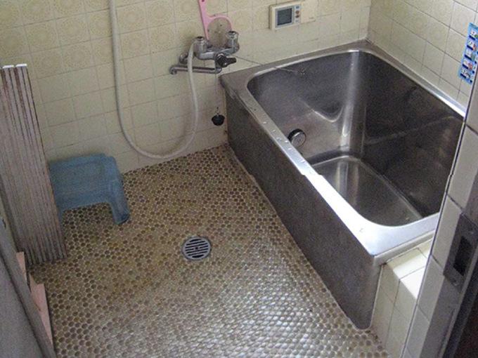カビや深くて入りずらい旧式のお風呂