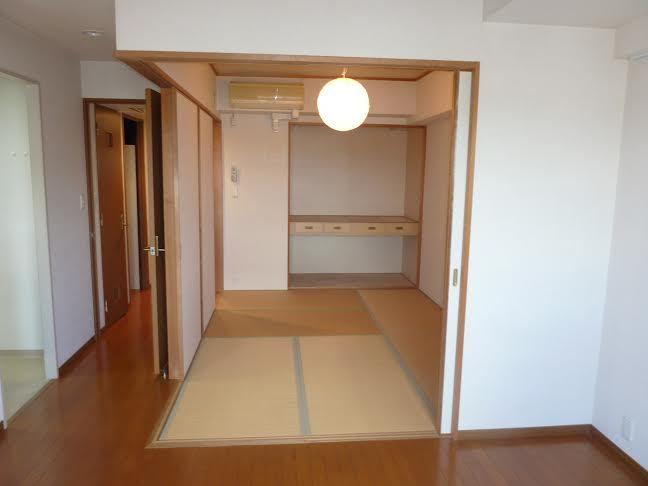 和室をつぶしてリビングと繋げる工事