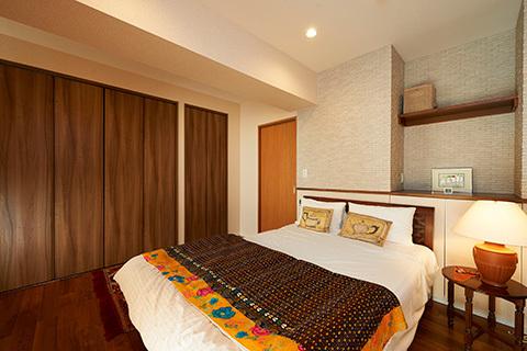 大容量収納を兼ね備えた寝室は夫婦の理想のプライベート空間に。