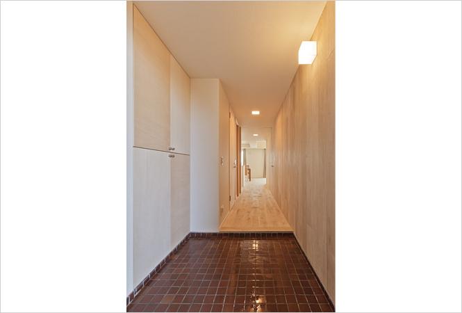 廊下も自然素材を使用