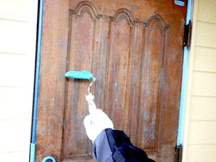 木製の高級玄関ドアの補修