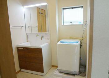 洗濯機置き場を移設しました。