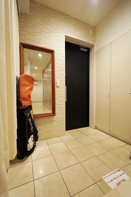 玄関にタイルを使い高貴なデザインにリフォーム15万円!