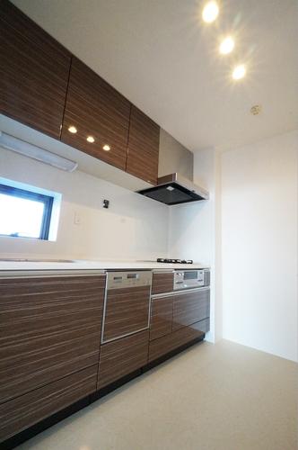 掃除が簡単な換気扇、食洗機、ガラストップのキッチン57万円