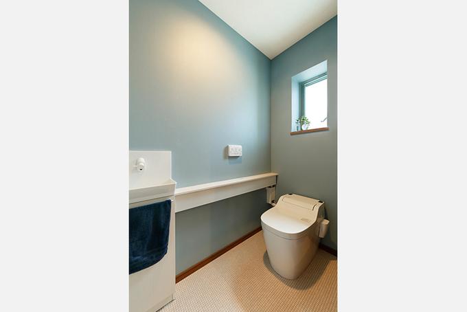 シンプルで落ち着くトイレ空間