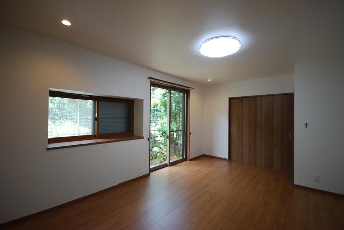 断熱性能を高めて、床暖房も施工。冬でも快適なリビングに。